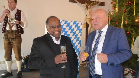 Pfarrer Babu und Bürgermeister Tomas Zinnecker beim Neujahrsempfang. Wer wird wohl im nächsten Jahr neben Pfarrer Babu stehen?