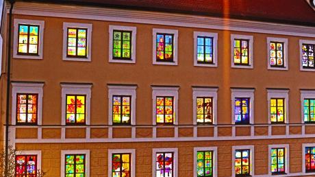 Rathaus-AdventskalenderDas Inchenhofener Rathaus, aufgenommen im Advent. Der Wettkampf um das Bürgermeisteramt bei der Kommunalwahl im März läuft.