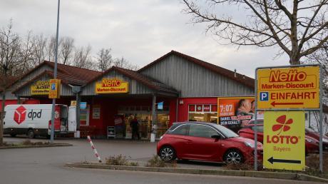 Der Netto-Markt in Mühlhausen wird in diesem Jahr abgerissen und an gleicher Stelle größer neu gebaut. Der Affinger Bauausschuss stimmte dem Bauantrag zu.