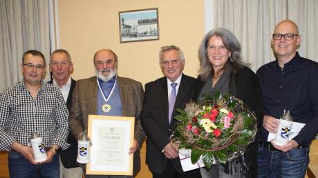 Beim Neujahrsempfang der Gemeinde Sielenbach zeichnete Bürgermeister Martin Echter verdiente Gemeindemitglieder aus: (von links) Thomas Schneider, Franz Moser, Sepp Bichler, Echter, Claudia Gadsch und Marc Pyka.