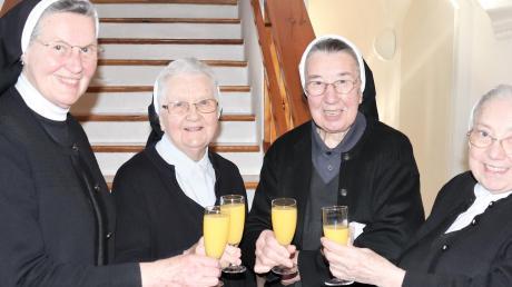 Sr. Gunhild Hilsenbeck und Sr. Answina Gamperl aus Attenkirchen kamen einen Tag später, um ihrer Mitschwester Sr. Irmengild zum runden Geburtstag zu gratulieren: (von links) Sr. Gunhild, Sr. Irmengild, Sr. Albertis und Sr. Answina.