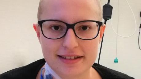 Die 21-jährige, an Leukämie erkrankte Lisa aus Pöttmes ist zurück bei ihrer Familie. Sie wurde aus dem Uniklinikum Augsburg entlassen, wo ihr vor Weihnachten Stammzellen ihres Vaters transplantiert worden waren.