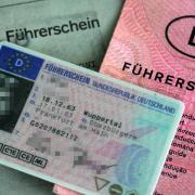 Ein 34-Jähriger stand jetzt vor dem Aichacher Amtsgericht, weil er sich einen gefälschten polnischen Führerschein im Internet bestellt hat.