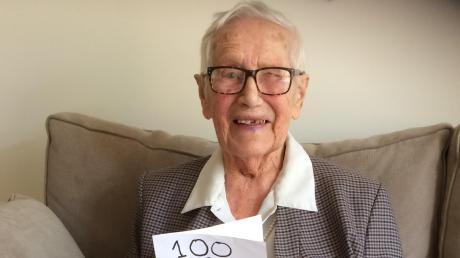 Freut sich über die fröhliche Geburtstagspost ihrer Urenkel: Die 100jährige Annamarie Peters, die mit 63 Jahren von Aichach nach Melbourne in Australien ausgewandert ist.
