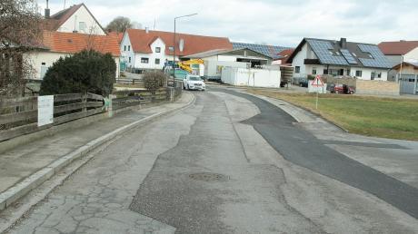Kanalrohre und Wasserleitung sind in der Blumenthaler Straße in Klingen schon erneuert. Nun fehlt noch die Fahrbahn.
