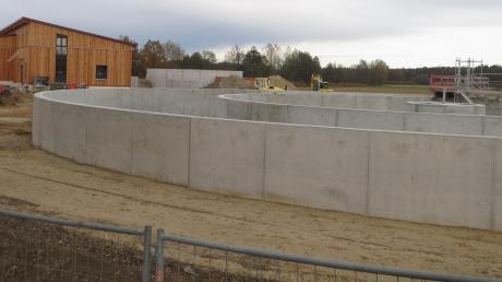 In Kühbach entsteht die neue Kläranlage, unser Archivbild zeigt den Beginn der Bauarbeiten im Herbst.