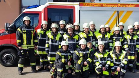 Die Feuerwehrleute aus Petersdorf-Alsmoss freuen sich über ihr neues Fahrzeug: Sie haben es ausgiebig getestet und damit geübt.