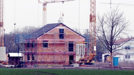 Überall dort, wo im Markt Aindling neu gebaut will, sollen zunächst die derzeit gültigen Abstandsregeln weiter gelten. Das beschloss der Aindlinger Gemeinderat.