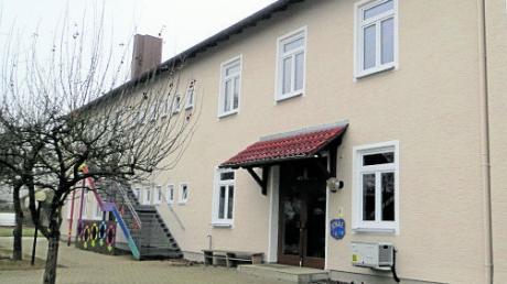 Wird das Schulhaus in Tödtenried bald zu klein sein? Die Gemeinde Sielenbach will für diesen Fall gerüstet sein.