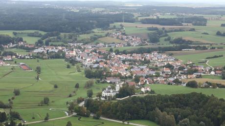 Die Gemeinde Sielenbach – hier von oben betrachtet mit Maria Birnbaum im Vordergrund.