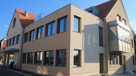 Das kommunale Ärztehaus im Pöttmeser Ortskern war in finanzieller Hinsicht das größte Projekt der Marktgemeinde in den vergangenen sechs Jahren.