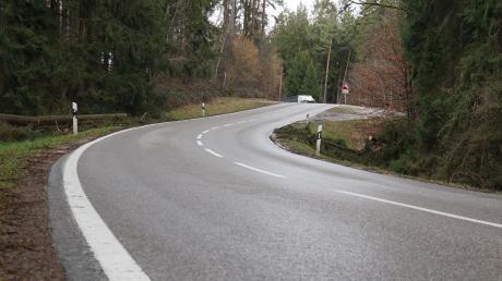 """Der """"Poststeig"""" ist der höchste Punkt des bewaldeten Höhenrückens zwischen Axtbrunn und Osterzhausen. Seit Jahrzehnten ist der Ausbau der kurvigen und unfallträchtige Staatsstraße ein Thema."""
