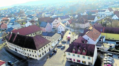 Das Zukunftsprojekt in Kühbach: die Sanierung des Marktplatzes. Das wird eine Aufgabe sein, die der neue Bürgermeister und der neue Marktgemeinderat in Angriff nehmen werden. Bürgermeister Johann Lotterschmid tritt nach 24 Jahren bei der Kommunalwahl nicht mehr an.