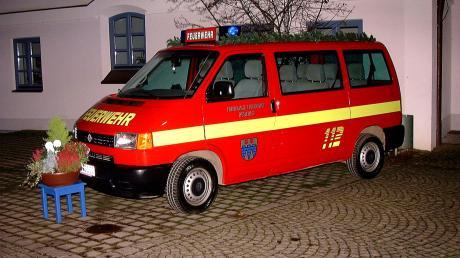 Diesen Mannschaftsbus nahm die Freiwillige Feuerwehr Rehling vor 15 Jahren in Betrieb. Seitdem hatte er viele Fahrten und Einsätze.