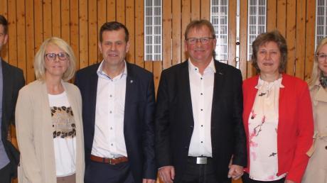 Fabian Streit (Zweiter von links) setzte sich bei der Wahl zum Bürgermeister gegen Albert Wagner (Zweiter von rechts) durch.