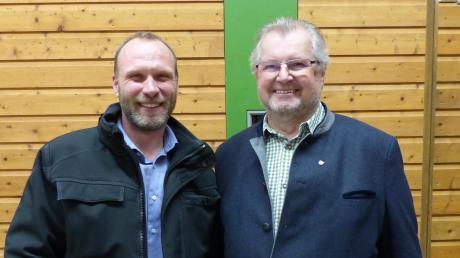WGB-Kandidat Roman Pekis (links), der erst seit vier Jahren mit seiner Familie in Baar lebt, folgt Leonhard Kandler (rechts) auf den Chefsessel im Baarer Rathaus. Pekis verbuchte über 63 Prozent der Stimmen auf sich.