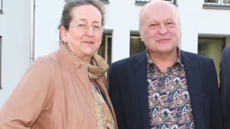 Amtsinhaber Tomas Zinnecker mit seiner Nachfolgerin Gertrud Hitzler. Beide freuten sich über den überlegenen Wahlsieg der 54-Jährigen.