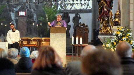 Öffentliche Gottesdienste, Eucharistiefeiern und liturgische Feiern werden im Bistum Augsburg vorerst bis 3. April eingestellt.
