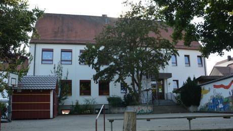 An der Schiltberger Grundschule soll im Bereich des Pausenhofs ein Anbau entstehen.