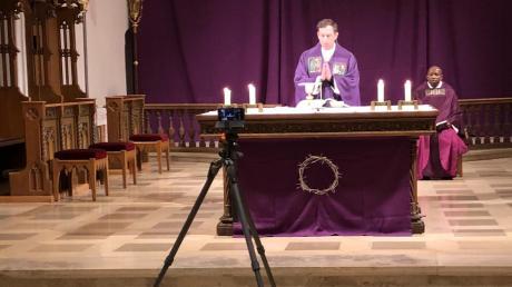 Täglich wird auf dem Facebook-Kanal der Pfarreiengemeinschaft Aichach um 18.30 Uhr ein Gottesdienst live übertragen.