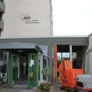 Der Eingang des AWO-Seniorenheimes in Aichach ist schon längst wegen Corona geschlossen. Trotzdem hat das Virus die Einrichtung erreicht. Der Verband führt zwei Todesfälle auf die Infektion zurück.