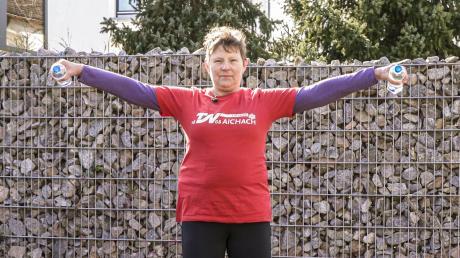 TSV-Tipp 15: Arme und Schultern kann man mit vier Übungen von Christa Schmidt stärken.