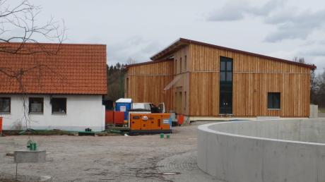 Die Verbandskläranlage der Gemeinden Kühbach und Inchenhofen soll im Sommer in Betrieb gehen. Werner Böhm startete kürzlich das dritte Bürgerbegehren dagegen.