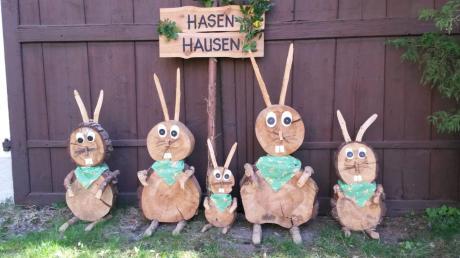 """Statt wie sonst im Garten des Kindergartens in Griesbeckerzell baute Sieglinde Kast ihr """"Hasenhausen"""" diesmal in ihrem eigenen Garten auf."""