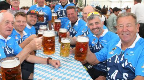 So fröhliche Bilder wird es auch in diesem Jahr nicht geben: Das Brauereifest Kühbach wurde wegen Corona abgesagt.