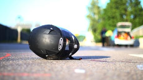 Beim Bremsen sei einem Motorradfahrer bei Friedberg-Derching das Rad weggerutscht. Der Schaden an seinem Motorrad beträgt laut Polizei etwa 2000 Euro.