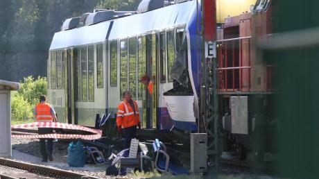 Das Aichacher Zugunglück forderte zwei Menschenleben, zwei wurden schwer und elf leicht verletzt.
