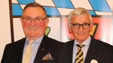 Rupert Reitberger (links) und Peter Feile waren zusammen insgesamt 102 Jahre im Kreistag .