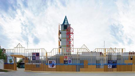 Das Feuerwehrhaus an der Aichacher Martinstraße ist bereit für die Landesaustellung. Nun steht endlich der Eröffnungstermin fest. Ab 10. Juni können die Besucher kommen.