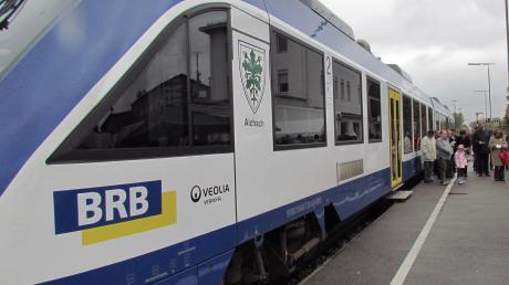 Auch für Fahrgäste, die mit dem Zug auf der Paartalbahnstrecke zwischen Augsburg und Ingolstadt unterwegs sind, gelten Hygieneregeln. Darauf weist die Betreiberin, die Bayerische Regiobahn, hin.