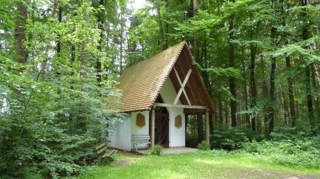 Die Waldkapelle zwischen dem Wiesenbach und dem Lechlingszeller Tal wird von der Familie Ruisinger gepflegt. Sie hatte die Kapelle erbauen lassen.