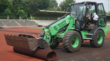 Die Laufbahn des Josef-Bestler-Stadions in Aichach ist im vergangenen Jahr saniert worden. Der Landkreis bekommt dafür einen Zuschuss von 150000 Euro vom Freistaat.