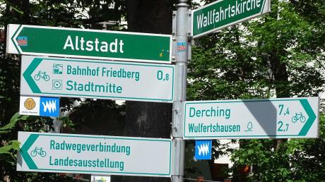 """Sowohl die Direktverbindung Friedberg-Aichach, als auch die """"Wittelsbacher-Spurentour"""" ist gut ausgeschildert."""