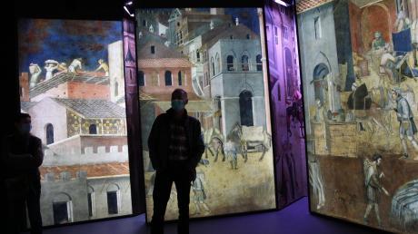 Die Bayerische Landesausstellung: Akustisch und visuell erleben Besucher im Feuerhaus in Aichach das Leben in einer mittelalterlichen Stadt.