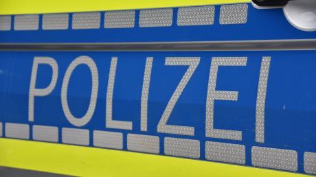 Ein betrunkener Autofahrer hat einer Polizeisreife im Einsatz die Vorfahrt genommen.