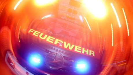 Im Bucher Ortsteil Nordholz (Landkreis Neu-Ulm) brennt ein Wohnhaus.