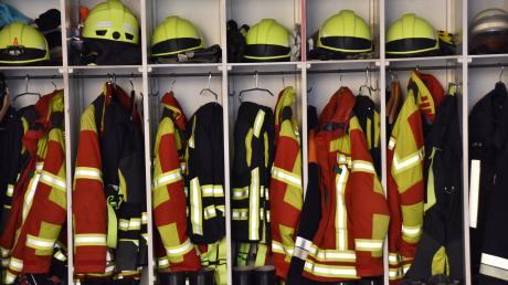 Die Feuerwehren der Marktgemeinde Pöttmes bekommen neue Schutzanzüge.