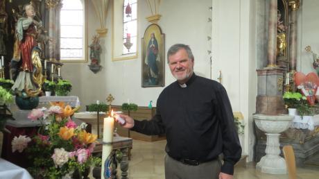 Beinahe 20 Jahre lang ist der 56-jährige Eberhard Weigel schon Pfarrer von Adelzhausen. Diese Woche feiert er sein 25. Priesterjubiläum.
