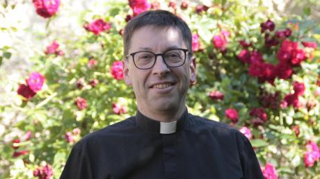 Der 50-jährige Pfarrherr Thomas Rein ist seit 20 Jahren in Pöttmes als Seelsorger im Einsatz.