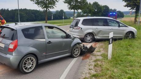 Verkehrsunfall am östlichen Ortseingang von Affing: Eine stark alkoholisierte Autofahrerin missachtete laut Polizei die Vorfahrt.