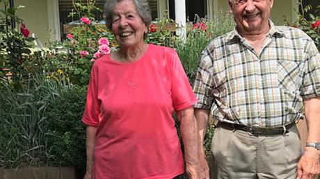 Seit 58 Jahren sind Klara und Stefan Witzenberger, der seinen 85. Geburtstag feierte, verheiratet. Auch Petersdorfs Bürgermeister Dietrich Binder gratulierte.