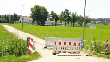 Die Brücke zwischen dem Saumweg in Gebenhofen und der Straße nach Aulzhausen ist seit zwei Jahren wegen Baufälligkeit gesperrt.