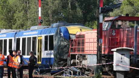 Zu einem tragischen Zugunglück kam es im Mai 2018 in Aichach. Nun hat die Bahn nachgerüstet.