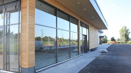 Am Ortseingang von Motzenhofen eröffnet in Kürze ein neuer Edeka Supermarkt.
