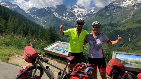 Derzeit mit den Rädern unterwegs in Richtung Süden – Ziel noch nicht exakt definiert: das Autoren-Ehepaar Simone und Anton Ochsenkühn.