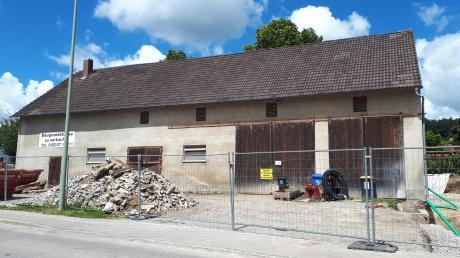 Der Gemeinderat befasste sich mit dem geplanten Bauprojekt in diesem Stadel. Hier soll ein Wohn- und Geschäftshaus entstehen.
